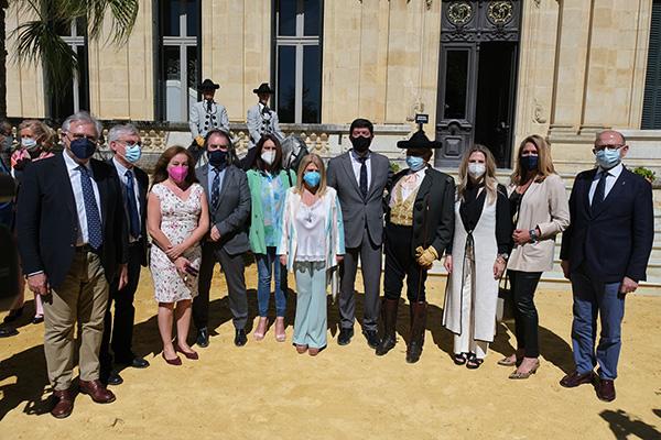 Autoridades provinciales y de la comunidad autonómica andaluza, que conjuntamente con el staff de la Real Escuela respaldaron este homenaje